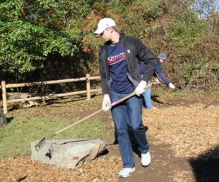 Zoltan Mesko of the New England Patriots volunteering